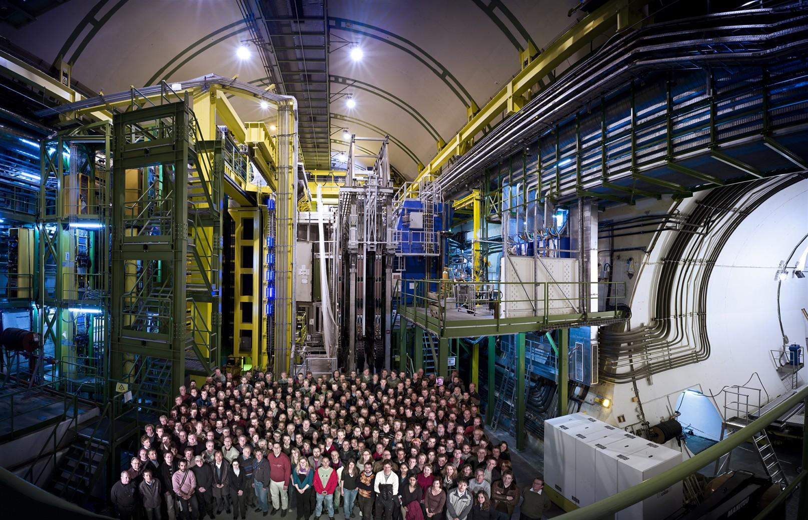 La collaborazione LHCb nel 2008. Credit: collaborazione LHCb.