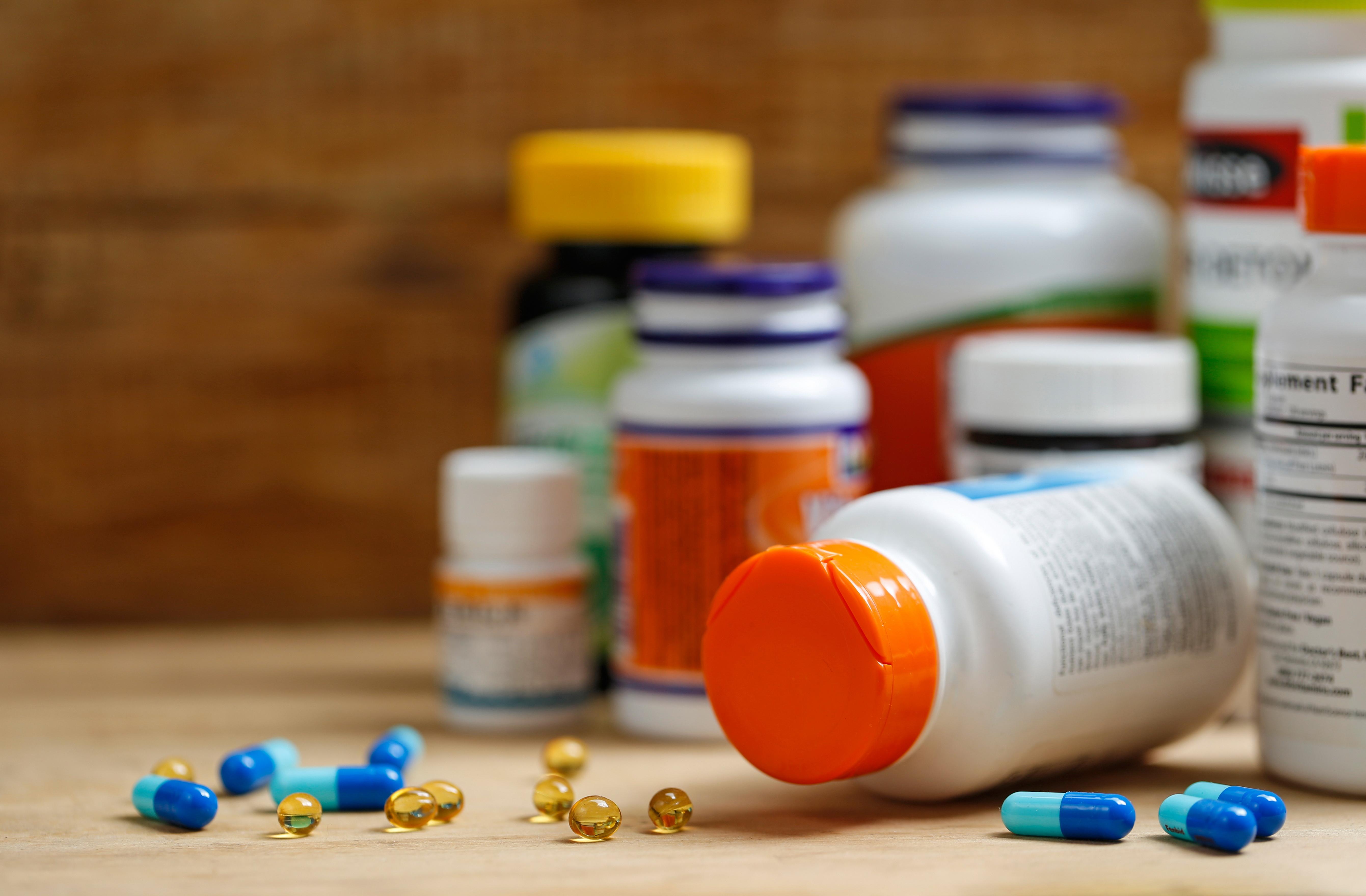 Boccette di medicine e pillole. Creato da Xb100 - Freepik.com