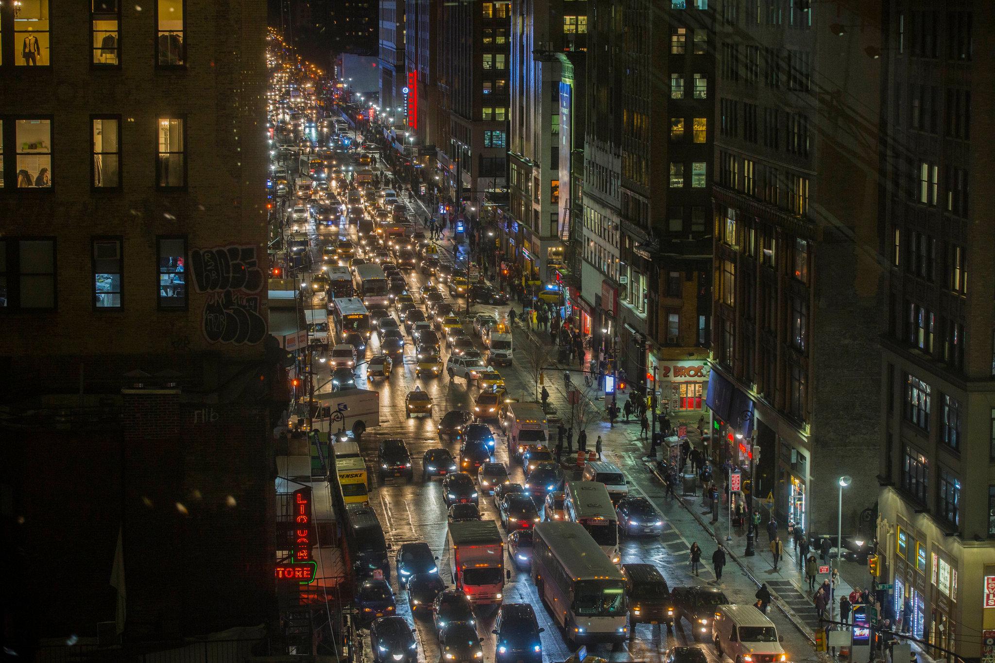 Una strada trafficata. Credit: Hiroko Masuike/The New York Times.