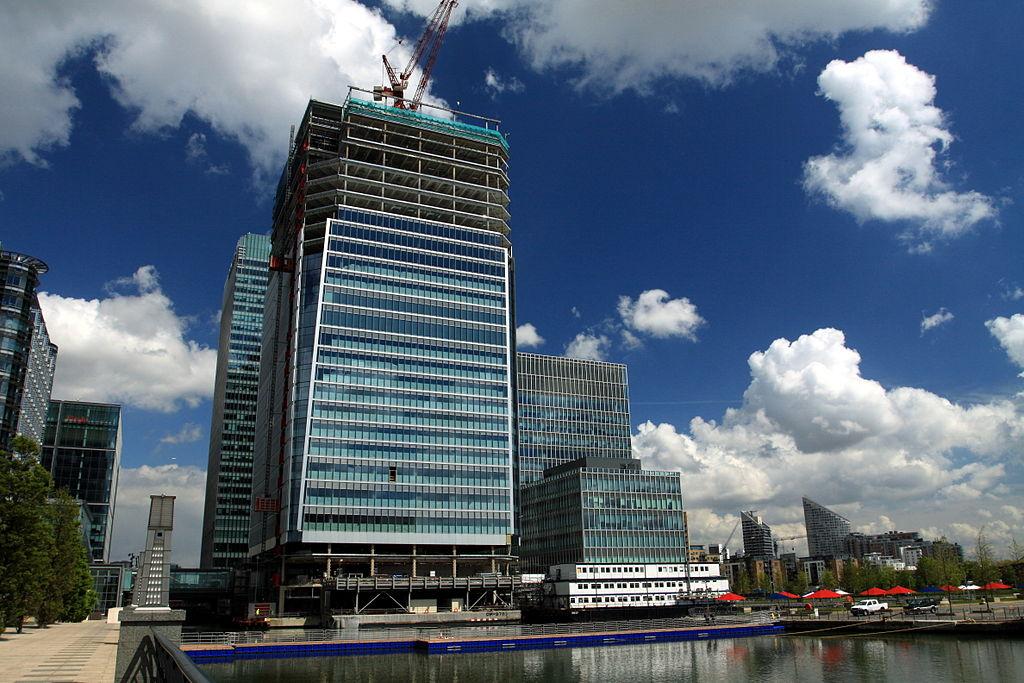 Costruzione del grattacielo al 25 di Churchill Place, nel quartiere Canary Wharf a Londra, che ospita la sede della European Medicines Agency EMA dal 2014. Credit: Chmee2 / Wikipedia. Licenza: CC BY-SA 3.0.