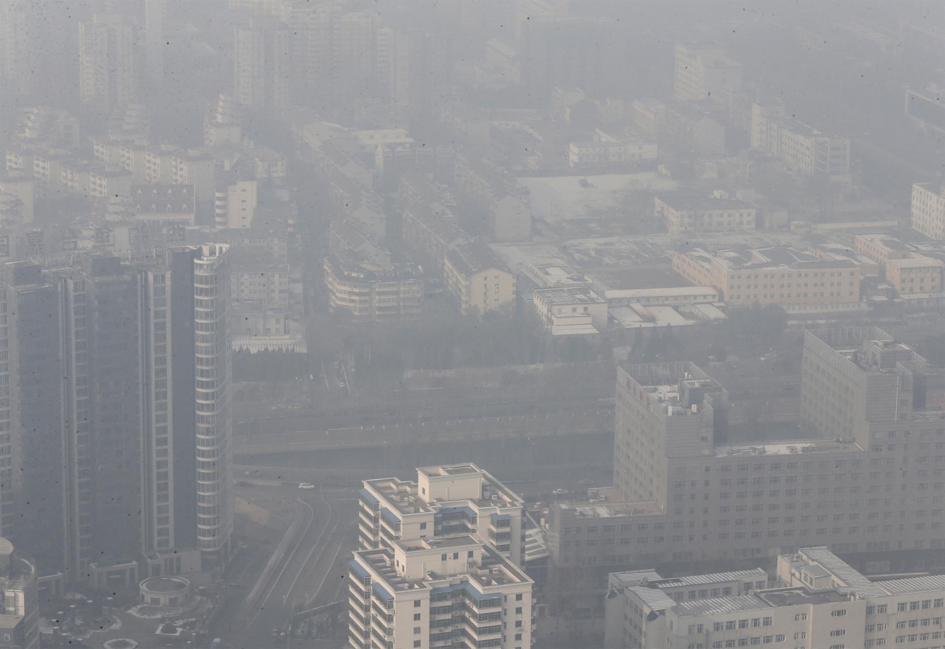 Record nel livello di inquinamento dell'aria a Pechino il 29 novembre scorso. Credit: Rolex Dela Pena EPA.