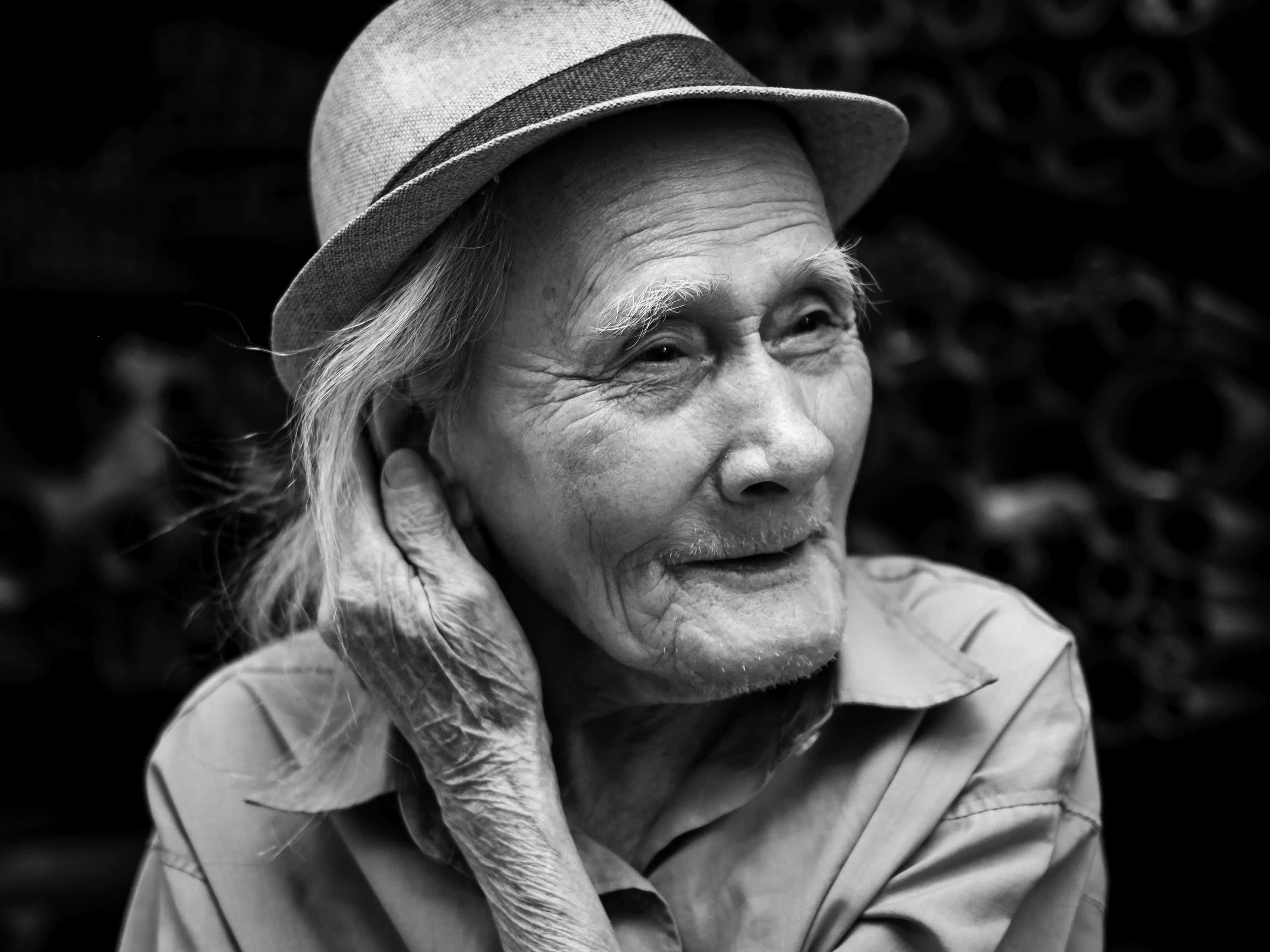 Ritratto di un anziano con               cappello. Credit: Pixinio. Licenza: CC0.