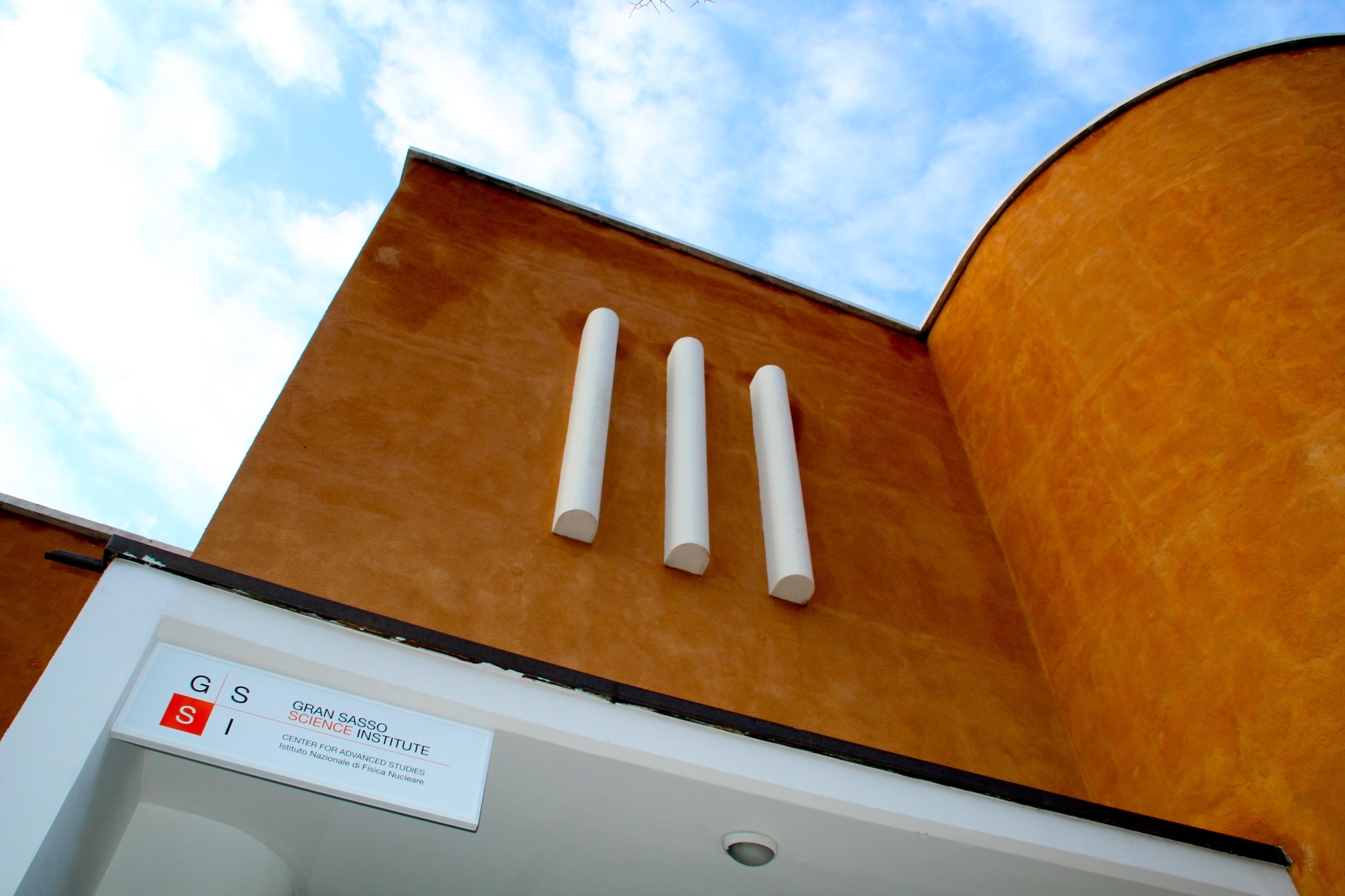 L'esterno del Gran Sasso Science Institute a L'Aquila. Credit: GSSI.