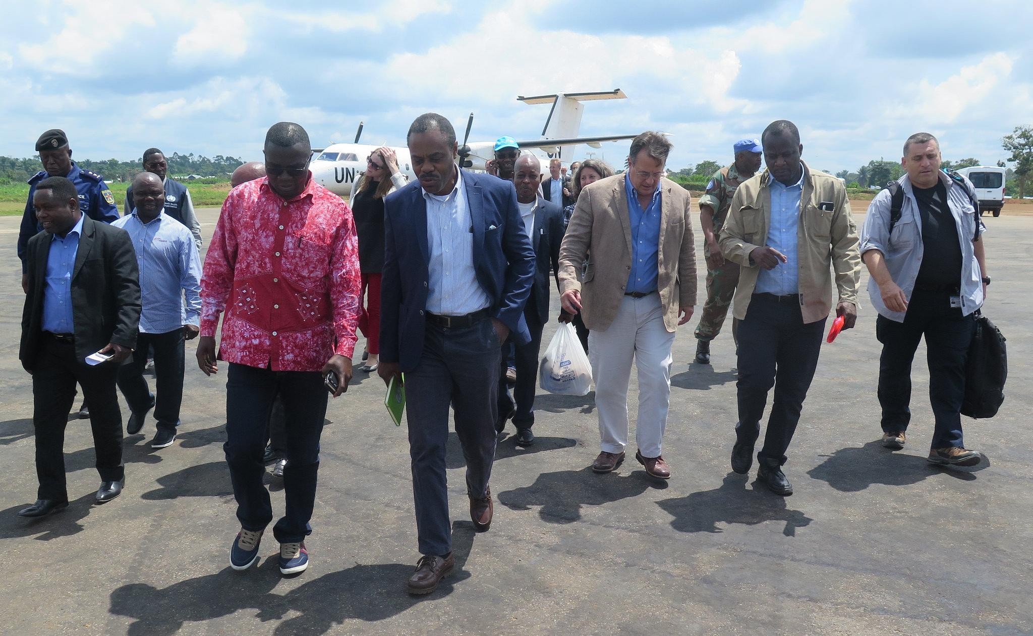 Il ministro della salute della               Repubblica Democratica del Congo Oly Ilunga Kalenga               insieme agli amministratori locali accolgono una               delegazione ONU a Beni, nella provincia del Nord Kivu,               il 2 agosto 2018, dove è stata dichiarata una               nuova epidemia di Ebola.
