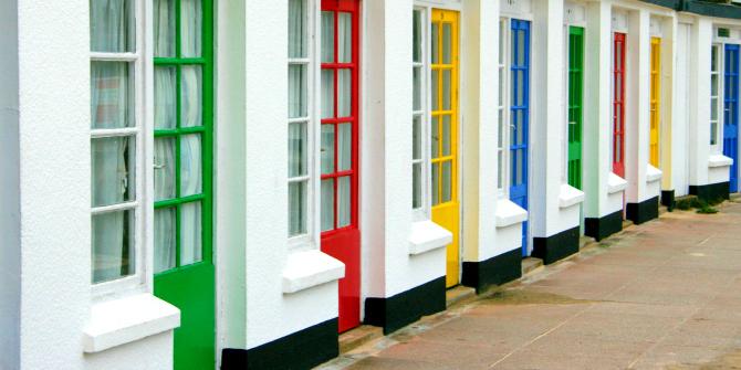 Le diverse strade che conducono all'impatto. Credit: Coloured Doors via PublicDomainPictures.